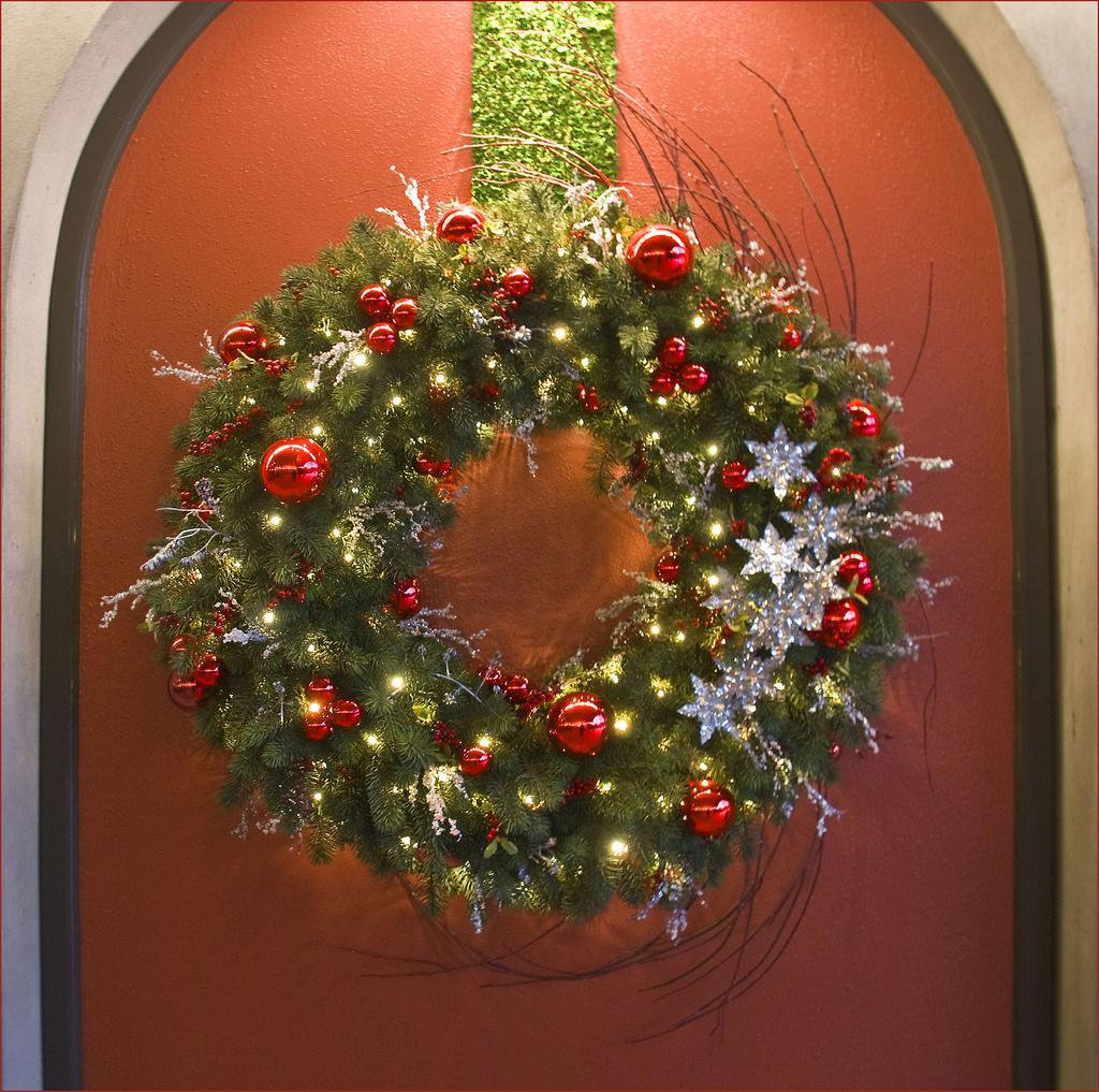 Make An Edible Christmas Wreath (+ healthy onion dip recipe)