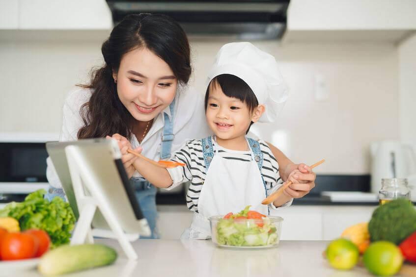 child and mother making salad | Nucific